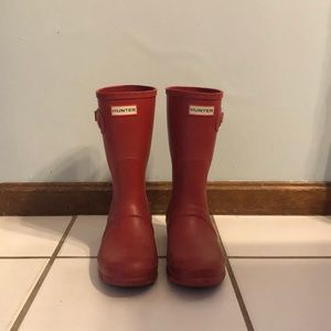 Hunter short red rain boots